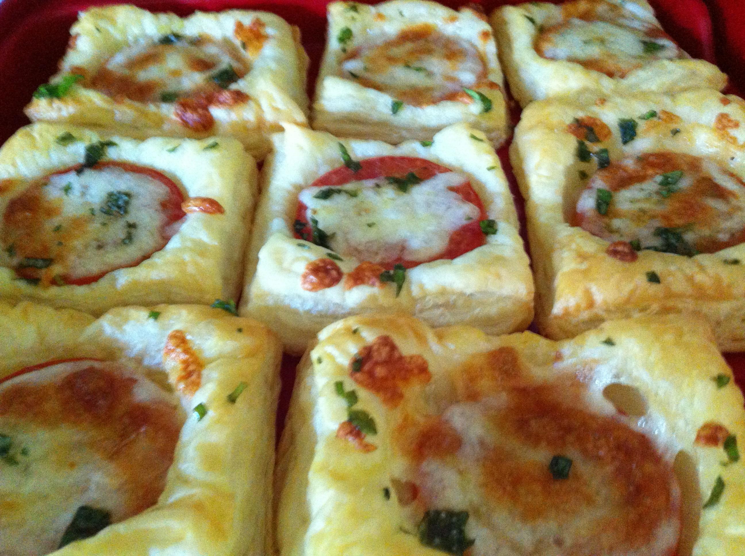 Sommerküche Tomaten : Tomaten blätterteig quadrate chaoshoch