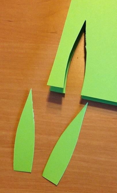 Blattwerk sollte an keiner Papiertulpe fehlen
