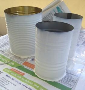 lackierte Dosen für Kräutertöpfe