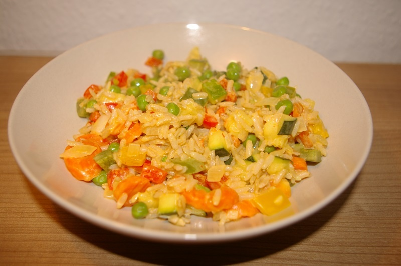 Reispfanne in pikanter Frischkaesesauce