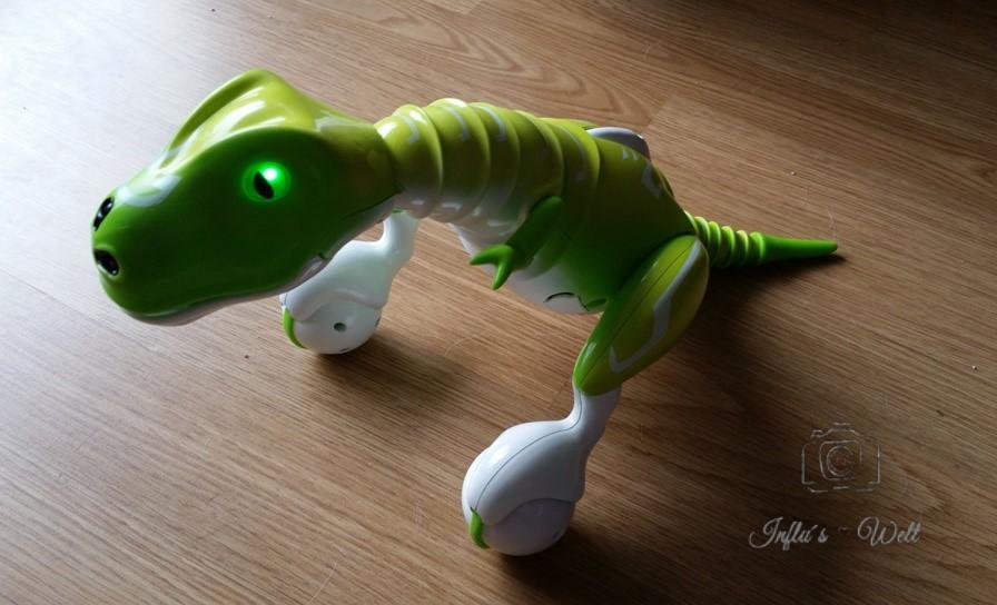grüne Augen zeigen einen glücklichen Dino