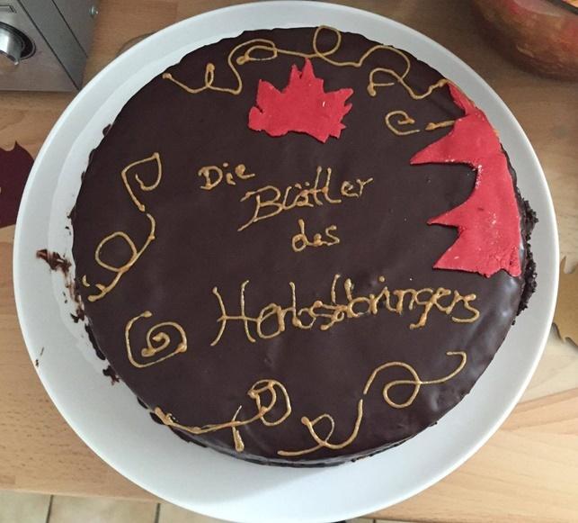 Katrins Die Blätter des Herbstbringers Schokoladenkuchen