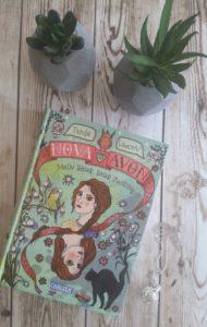 Avon und Nova - mein boeser boeser Zwilling von Tanja Voosen - erschienen im Carlsen Verlag