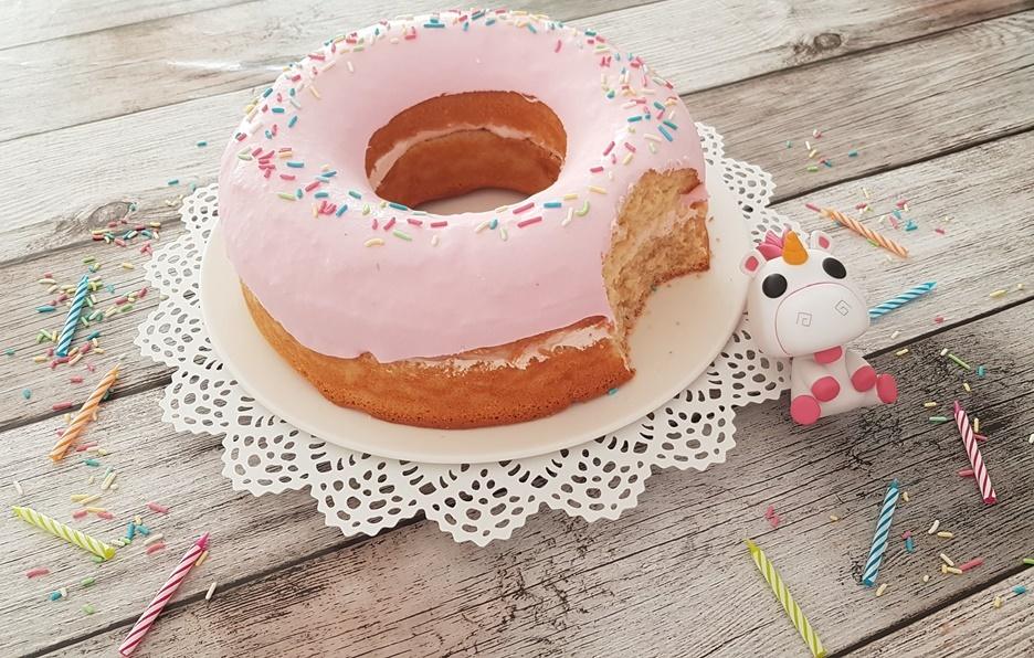 angenabberte pinke Donut Torte