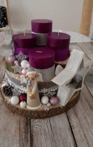 modernes grau und beeren farben Adventsgesteck mit Baumschreiben