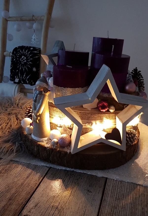 fertiges DIY Adventsgesteck mit Lichterkette