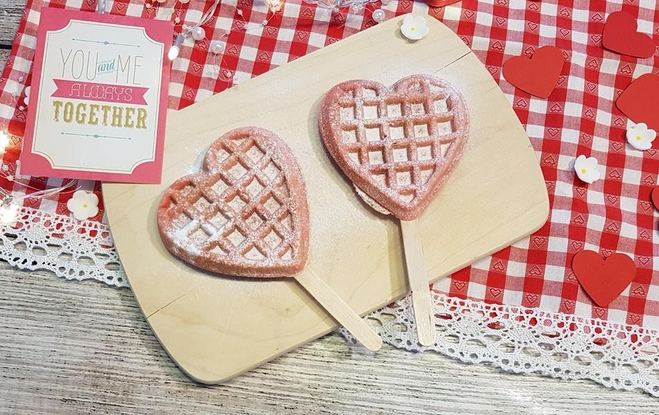 rosa Herzwaffeln am Stiel kinderleichtes Rezept