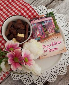 Die Chocolaterie der Traeume von Manuela Inusa aus dem Blanvalet Verlag - Valerie Lane 2