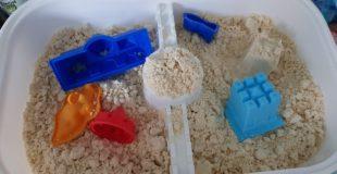 DIY Indoor Kinetic Sand – aus nur zwei Zutaten