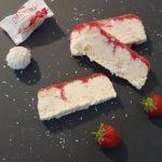 Raffaelloeis mit Erdbeerswirl leckeres Eis Rezept ohne Eismaschine