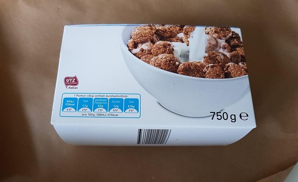 Cornflakes Karton zurecht schneiden fuer DIY Schubladeneinlagen