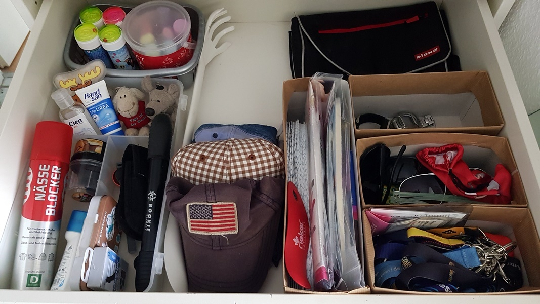 Nachher Bild der Chaos Schublade mit DIY Ordnungshelfer fuer Schubladen - plastikfrei aufgeraeumt