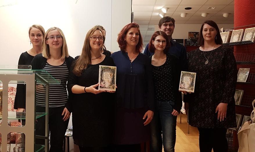 Ein Teil der Autoren der Geschichten aus den Herbstlanden Anthologie bei der Lesung in der Buchhandlung Koehl