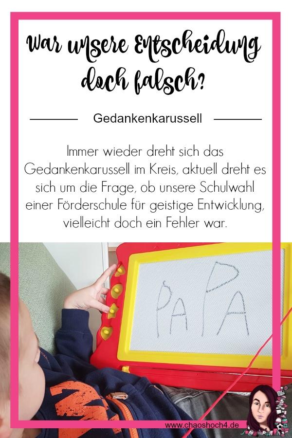 Gedankenkarussell Schulwahl - Finn lernt schreiben auf Magnettafel