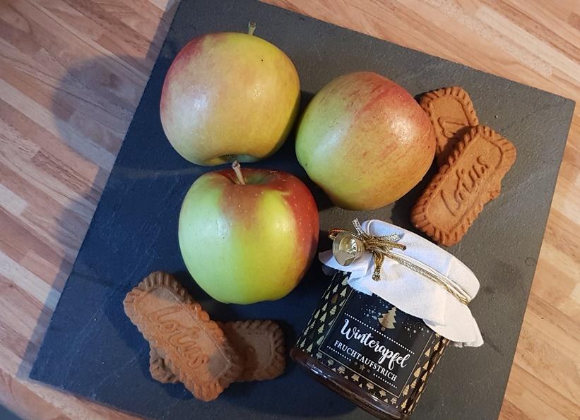 einfacher Apfelkuchen mit Spekulatiusstreuseln vom Blech Rezept