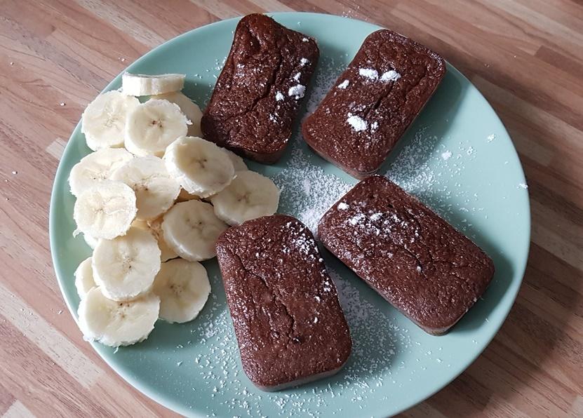 Rezept fuer gesunde Mini Bananen Schoko Kaesekuchen ohne Zucker und ohne Mehl für zwischendurch
