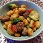 Gnocchi-Gemüsepfanne mit Hackbällchen Rezept für die ganze Familie von Chaoshoch4