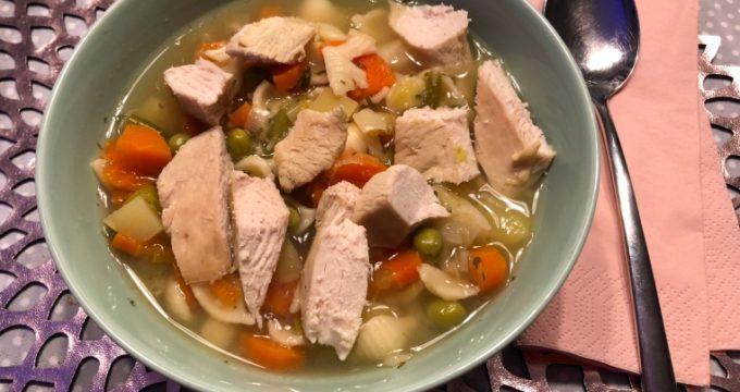 Schnelle Hühnersuppe - ein Rezept fuer eine schnelle Huehnersuppe in der Erkaeltungszeit - ohne stundenlanges kochen